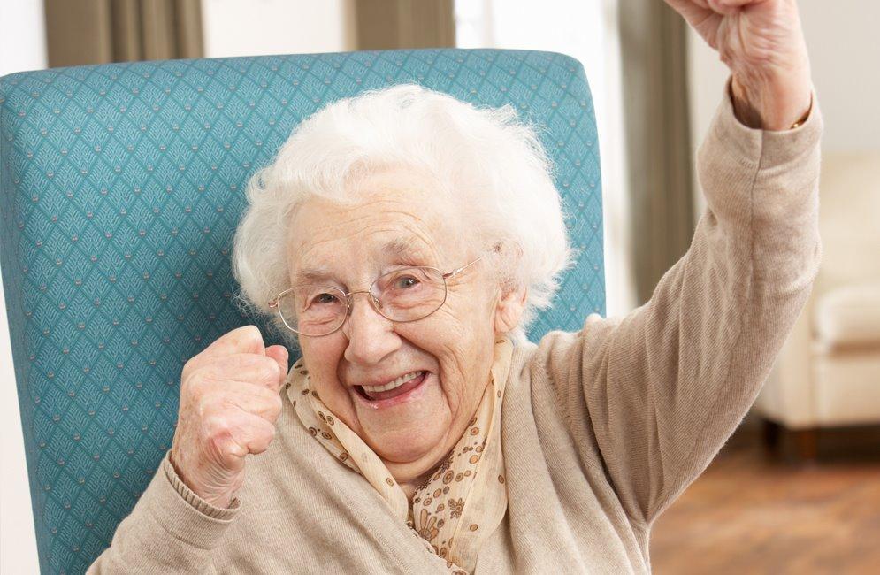 радостная бабушка