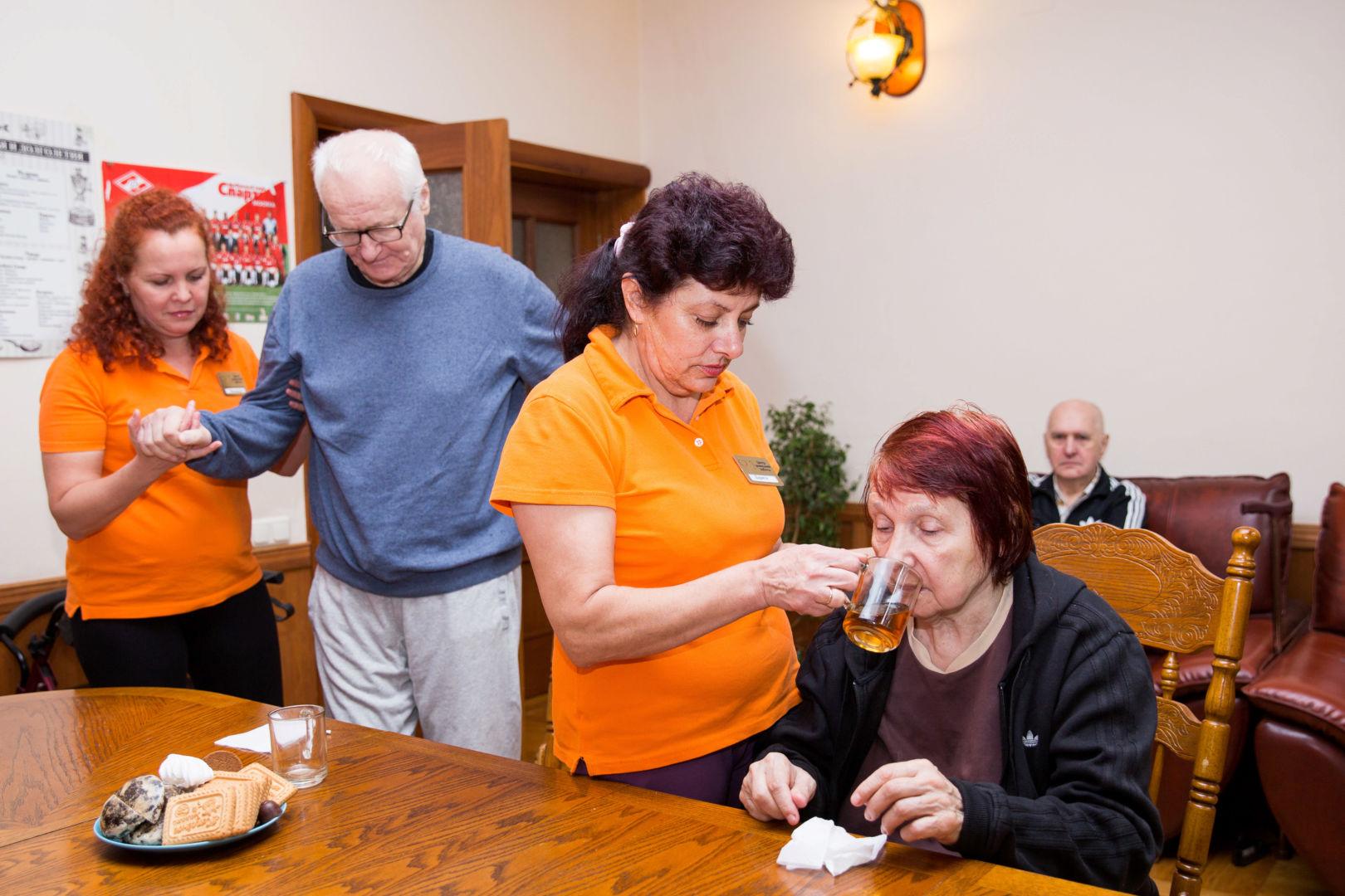 помощь в реабилитации пожилому человеку