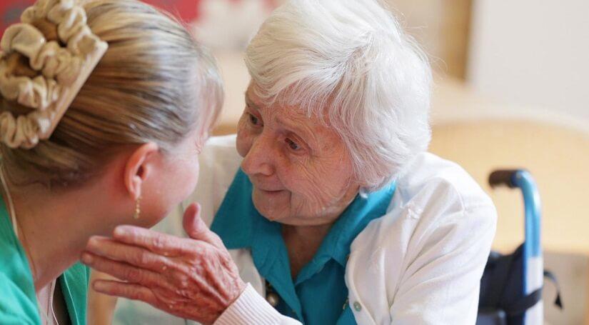 бабушка в пансионате